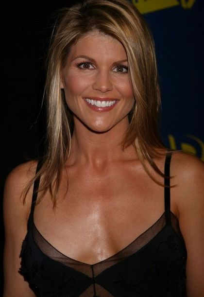 Lori Loughlin - Wallpaper Gallery