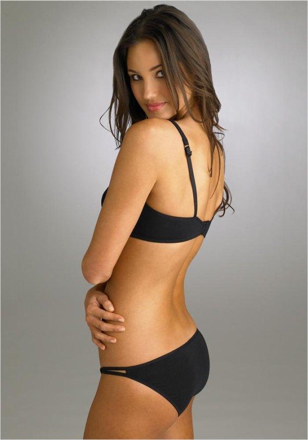 фото девушек в чорном бикини
