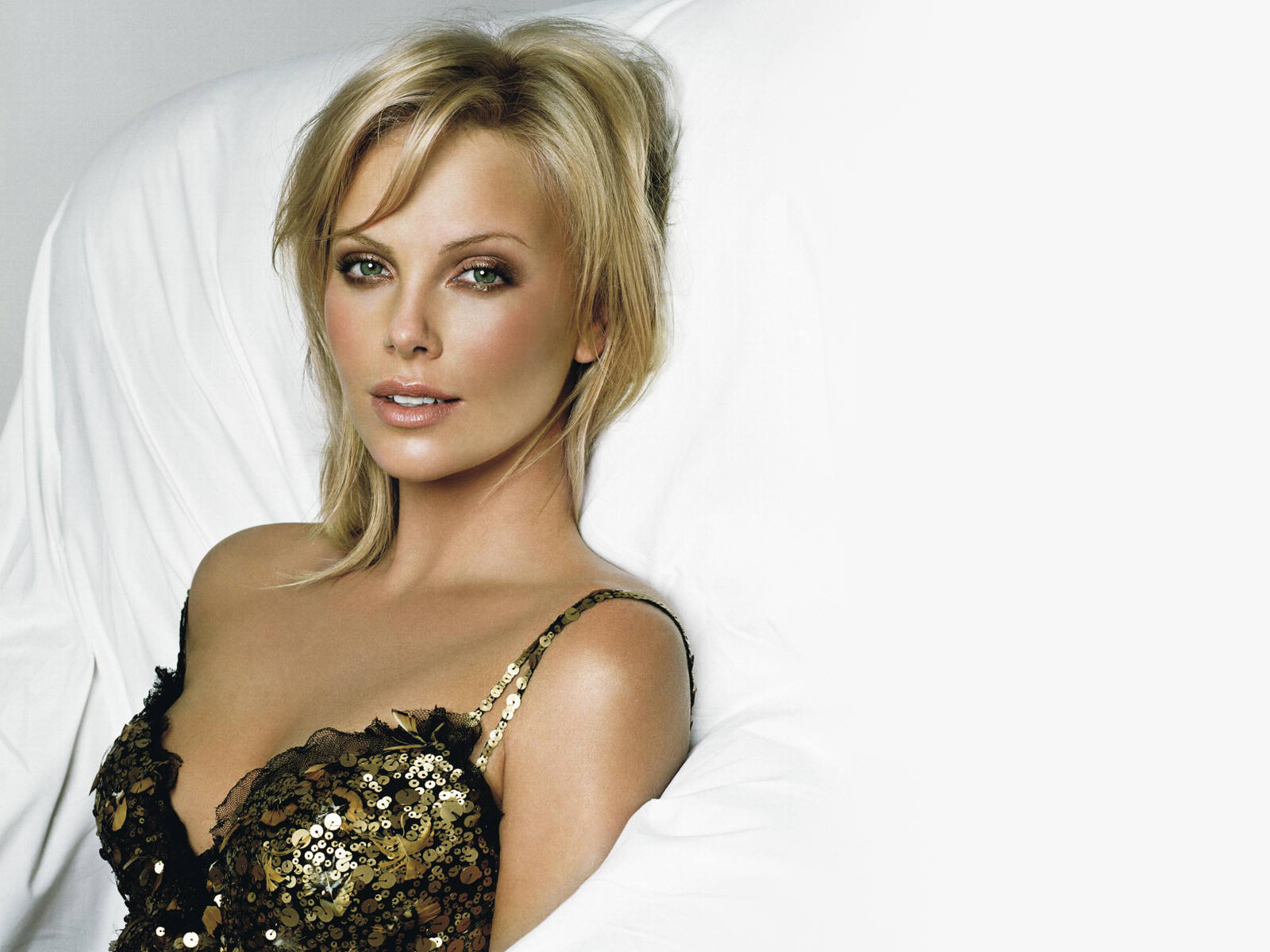 Charlize Theron Picture 17