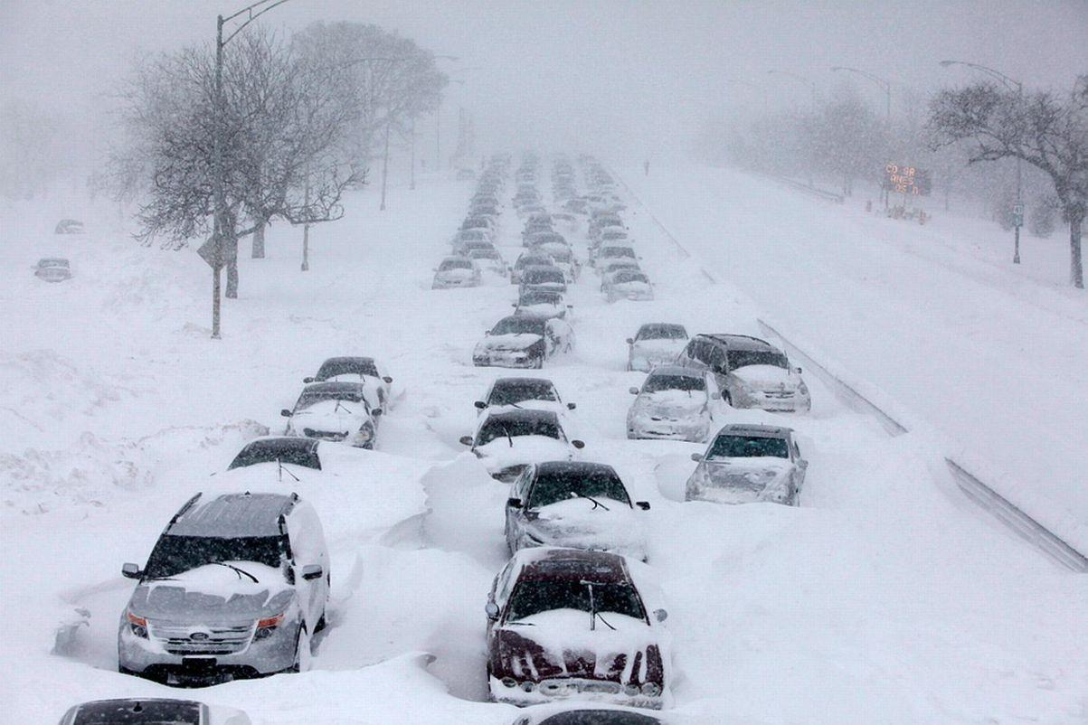 В США сильный снегопад стал причиной почти 1000 ДТП